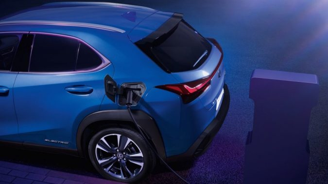 Lexus представит новый компактный автомобиль