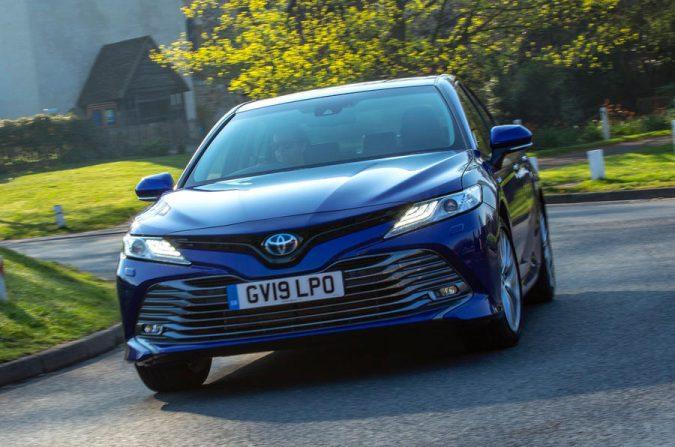 Toyota Camry 2.5 Hybrid Design 2019